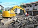 沖縄県ではどのくらいの数の住宅が取り壊されているのか。