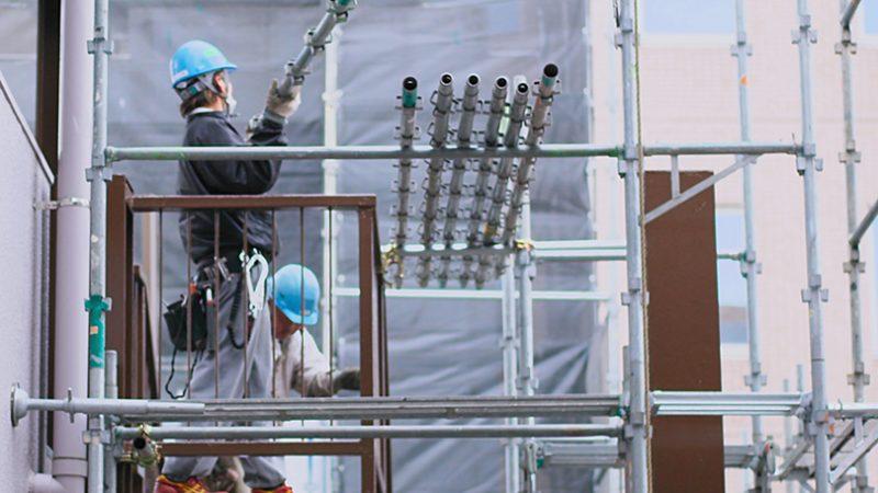 大工の人数減少が建築価格上昇をもたらす